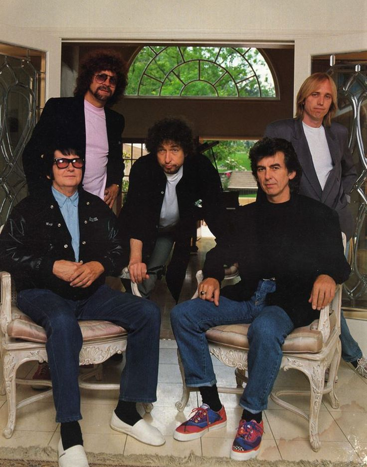 Traveling Wilburys (Roy Orbison, Jeff Lynne, Bob Dylan, George Harrinson and Tom Petty).
