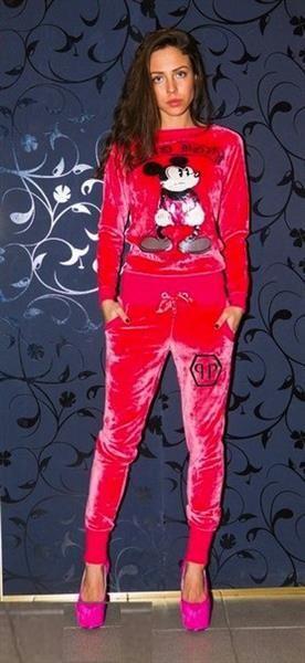 Велюровый костюм красного цвета