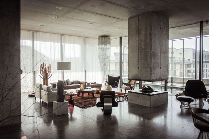 Art meets ARTchitecture In The Penthouse Of Christian And Karen Boros | http://www.yatzer.com/karen-and-christian-boros / photo © Ailine Liefeld / FvF.