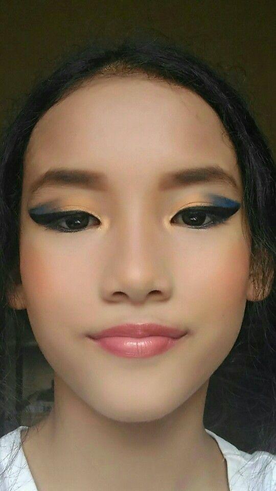 Dark blue and Yellow Eyes Makeup
