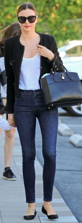 Who made  Miranda Kerr's blue skinny jeans, black jacket, sunglasses, ballet flat shoes, and leather handbag?