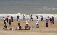 Om de zomer ontspannen en energetisch in te zetten gaan studenten van Rust in Beweging ook dit jaar met zijn allen naar zee. Tai Chi en Qigong op het strand is een onvergetelijke ervaring. De rust, de wind, de Qi van het water, de groep en (liefst) de zon… We doen op het strand een opladende vorm die naadloos aansluit bij de omgeving...