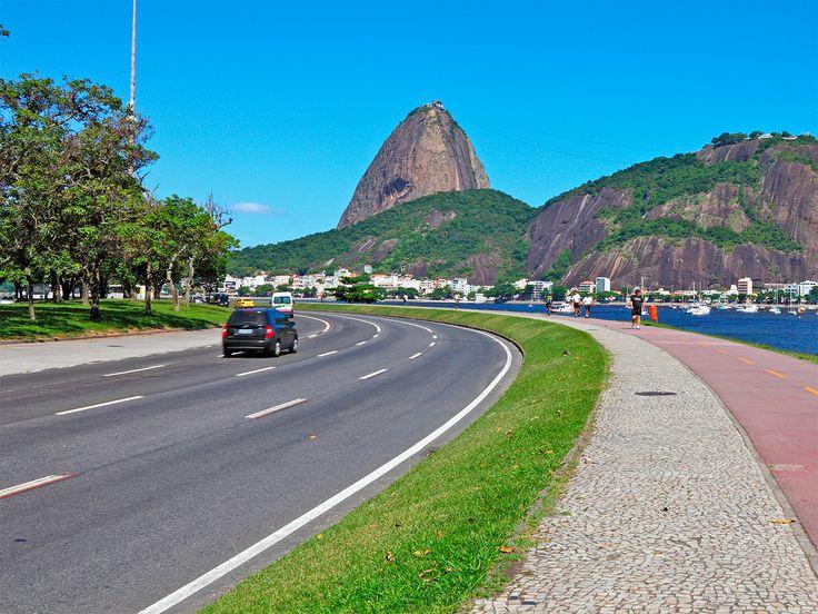 Descubre toda la belleza de los pueblo que rodean #RioDeJaneiro alquilando un#auto