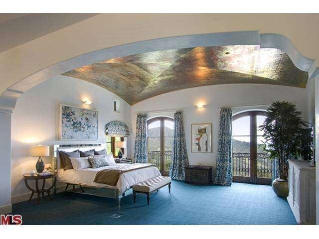 a master bedroom with gold plated ceilings robin williamsbeautiful - Robin Williams Bedroom