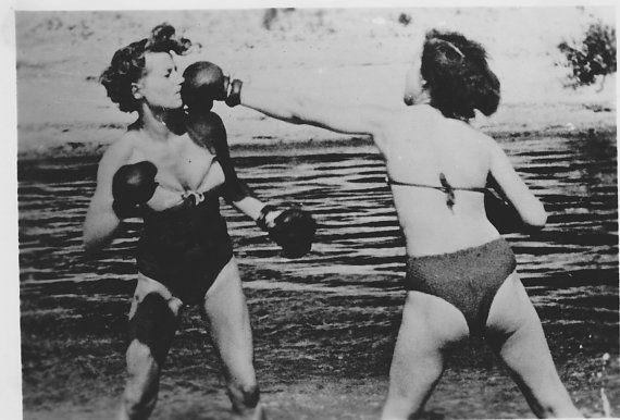 Original photo german women wrestling boxing in ocean risque picture black & white Bernard Kobel B330