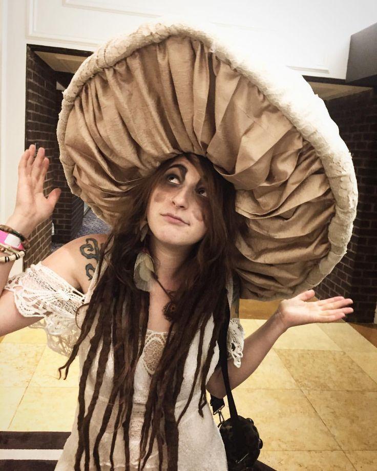 FaeCon2016! #renaetayloraets #Mushrooms #faeriecon #costume #fungals #mushroomcostume #fashionalamold #mysillysillyumyums #toadstools…