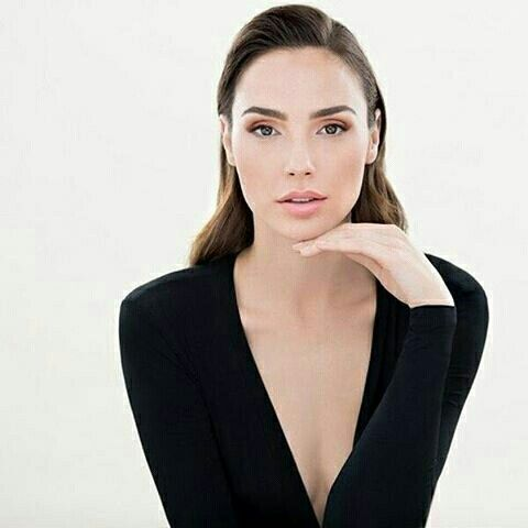 Gal Gadot, black long-sleeve v-Becky tee shirt, makeup, hair