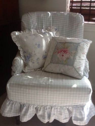 Vintage On A Dime! Seaside Cottage Decor...: Seaside Cottage Bedroom Touches.... How adorable!