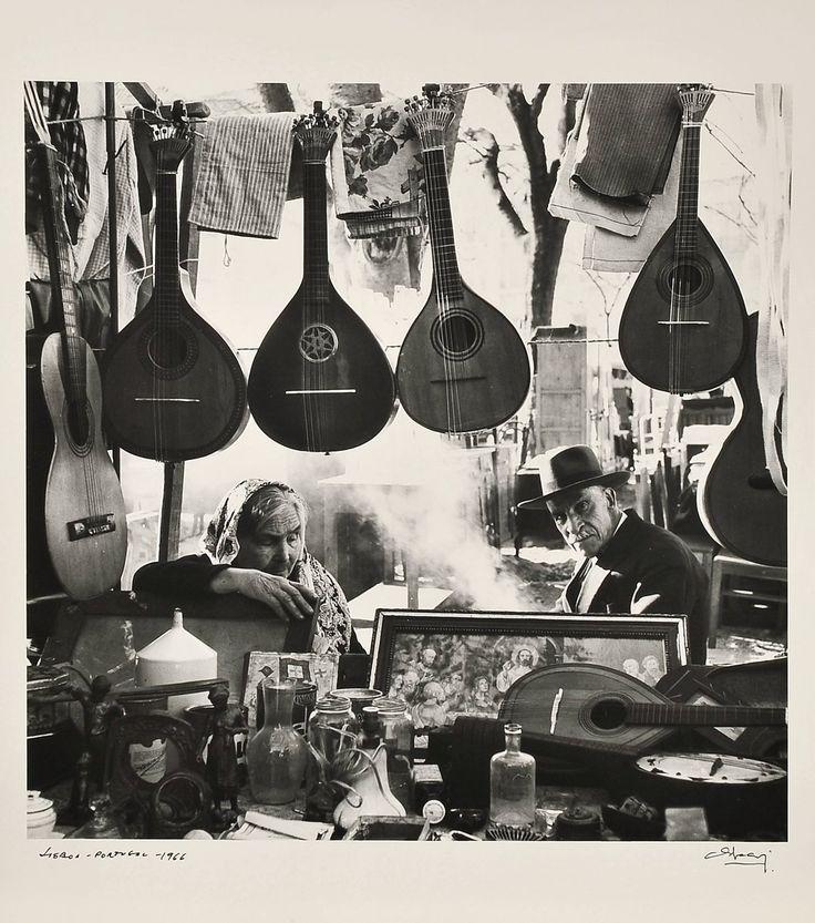 © Eduardo Gageiro, 1966, Feira de Ladra, Lisbon #portugal #eduardogageiro #1960w #lisbon #feiradeladra