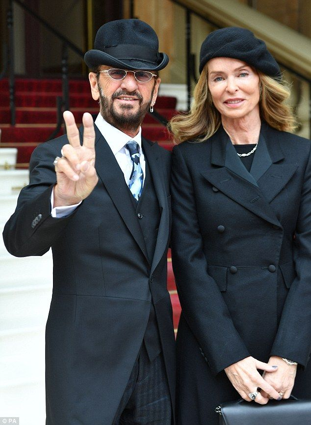 #RINGOSTARR ARRIVES AT BUCKINHAM PALACE AS HE PREPARES TO ACCEPT HIS KNIGHTHOOD http://beatlesmagazineuk.com/ringo-arrives-at-buckinham-palace-as-he-prepares-to-accept-his-knighthood/