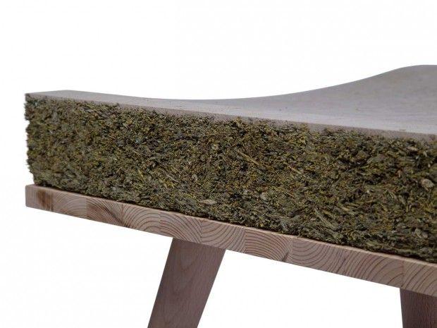 Utilisant le foin et l'herbe, Henry&Co a conçu CHAYR, un siège confortable qui fusionne les 2 matériaux, produits à la fois par la terre et l'homme.  Les ballots de foin dans les champs peuvent être utilisés comme des lieux de repos, quant à l'herbe, elle offre un endroit chaud et doux pour s'asseoir lors d'une belle journée ensoleillée. Suite à cette réflexion, les designers ont décidé de combiner ces deux matériaux dans une assise pour un siège, tandis que les jambes sont en bois de…
