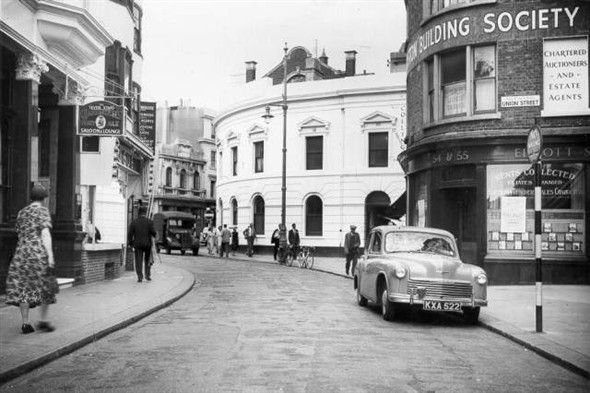 Photo:Ship Street, 1952: Ship Street showing pedestrians vehicles and the Seven Stars public house.