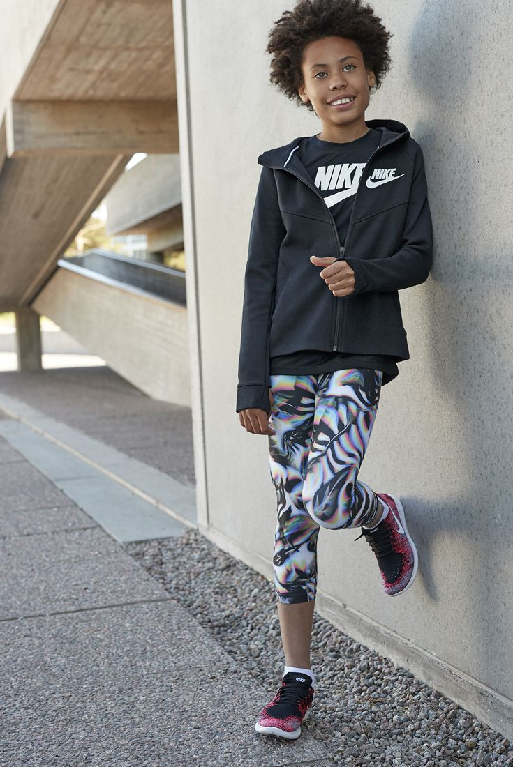 Back to school in fashionable sportswear. Combine a simple sweater with graphic print leggings, like these from NIKE. #stockmann #inspiroidu
