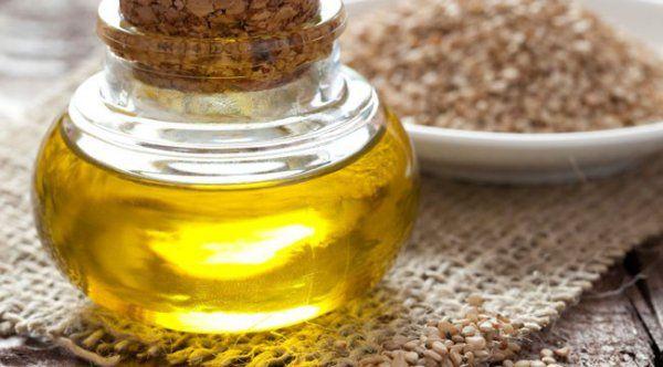 Кунжутное масло: полезные свойства и противопоказания. Его еще называют сезамовое масло.