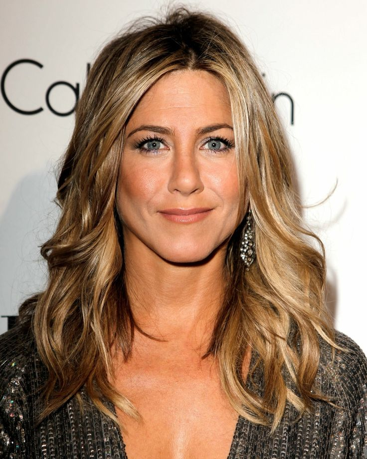 jennifer aniston hair- love this casual style.