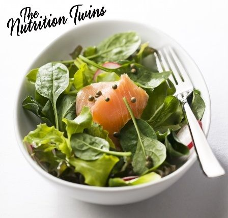 Easy Salmon Spinach Salad! |  Perfect nutrient-rich meal! | Just 212 calories and it will keep you feeling satisfied with 28 grams of protein! NutritionTwins.com