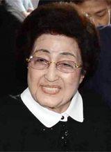 Kim Dae-jung's Widow Delivers Humanitarian Aid in Pyongyang (10-11-15)