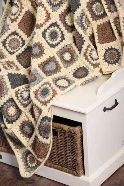 <3 crochet granny square blanket