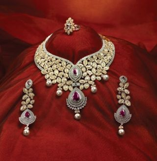 Oodles of diamonds in an explosive floral design. To create a magic spell around that special night!