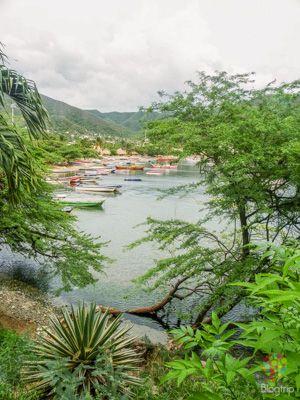 Paisaje y caminata en Taganga Colombia https://blogtrip.org/taganga-colombia-playa-buceo-santa-marta/