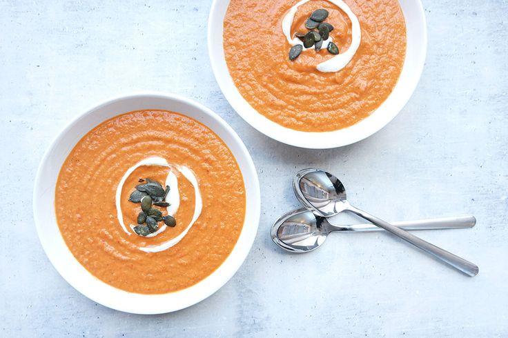 Gesunde Clean Eating Rezepte: Schnelle und einfache Cremige Gemüse Suppe.