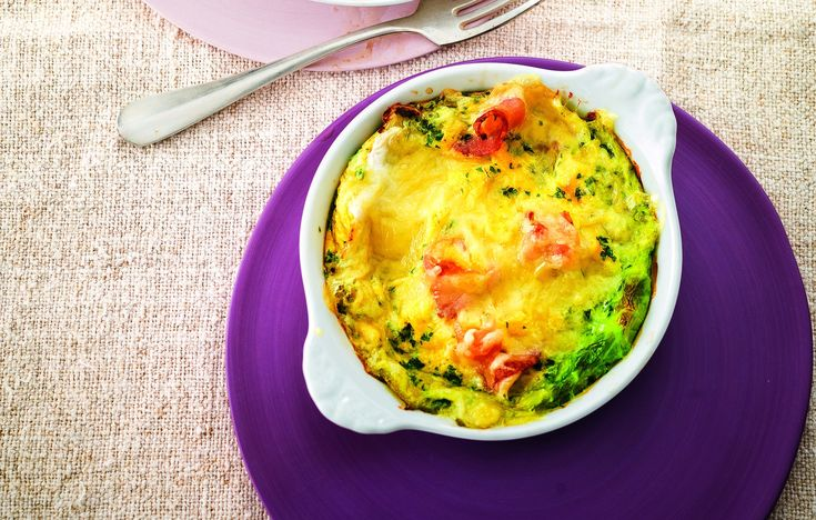 Uova, pancetta e formaggio in foglie di verza