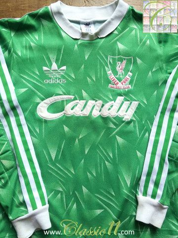 Relive Liverpool's 1989/1990 season with this vintage Adidas Goalkeeper football shirt.
