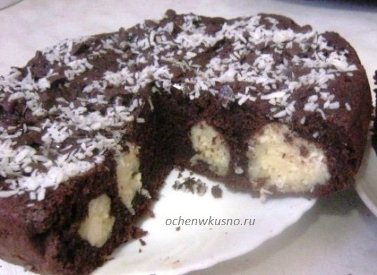 Шоколадный пирог с  творожно-кокосовыми шариками