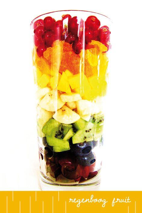 In de zomer is er volop fruit te koop. Fruit is lekker van zichzelf. Behalve wassen en soms schillen en snijden, hoef je er meestal niet zoveel mee te doen. Maar het kan wel natuurlijk! Fruit smaakt goed in toetjes, ijsjes en in taarten. En wat dacht je van een fruitsalade? Fruitsalade is met...