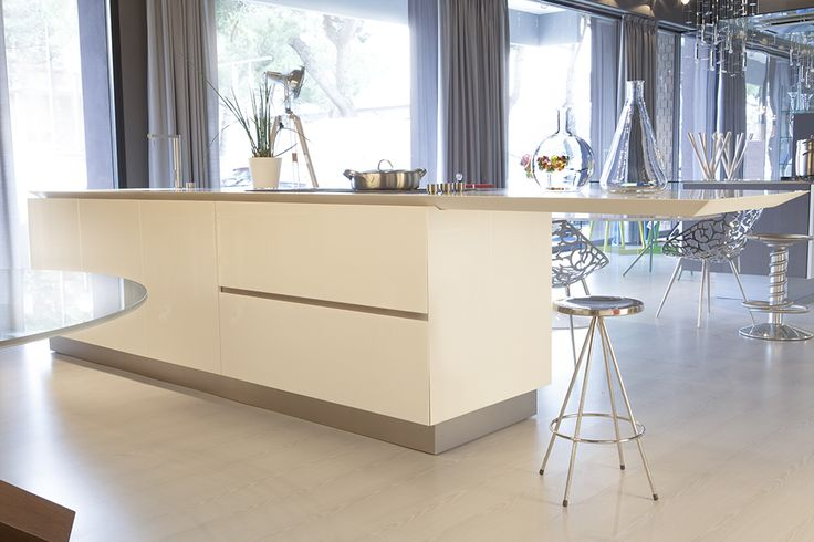 Don't miss out on our massive kitchen sale with 40% off on this #Boffi K14 kitchen. Original price : €29.550,00. Our price: €17.700,00 (iva included). Transport and fitting not included.  Description: cabinets finished in white lacquer; worktop and sink in white #Corian; sink in steel inox; stove Filotop Scholtes 3 fuochi acciaio inox ; dishwasher Siemens 2X6PR. For more information come to our store or call us on +39 0544 461706 per saperne di più #cucina #sconti #saldi #design #homedecor
