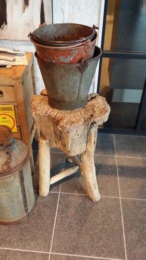 Krukje / bijzettafel van boomstam