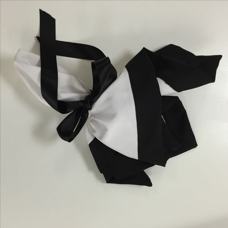 Just loving this white serviette with a black border