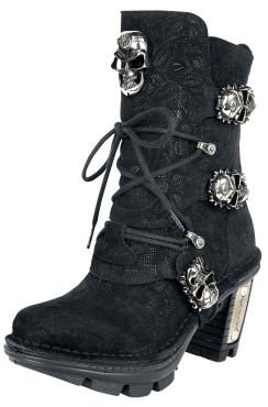 - 3 clasps - cording - metal loops - metal applications and ornaments - vintage floral style - inside with RV - heel height 8 cm - shaft height 16 cm  The New Rock Skull Head boots are a mix of countless great details. The tough boots from Gothicana by EMP are 100% leather and are mounted onto a rubber sole. The refined toe-cap, several shiny skulls and the metal applications make the boot look very special.