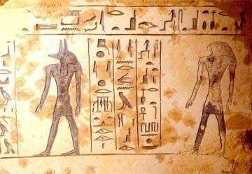 Détail du sarcophage de Isisnofret. Des archéologues japonais effectuant des fouilles à Saqqarah, ont trouvé une tombe d'une noble datant de plus de 3000 ans, qui pourrait être être la petite-fille de Ramsès II, a annoncé mardi 3 mars 2009 le ministre de la Culture.