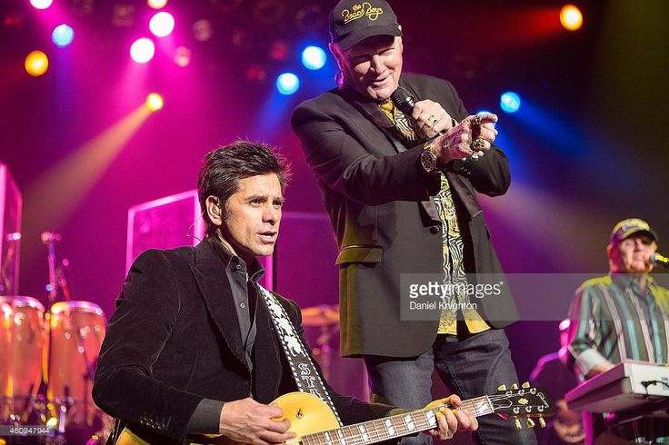 Musicians John Stamos (L) and Mike Love of The Beach Boys perform on stage at Pechanga Casino on December 31, 2014 in Temecula, California.