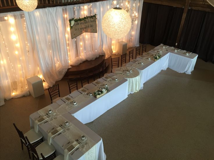 U-shaped head table with sweetheart table in the middle