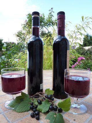 Crème de cassis (baies de cassis, feuilles de cassis, vin rouge, sucre, alcool pour fruits)
