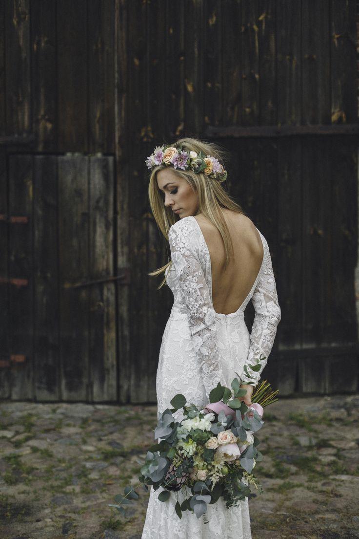 Inna Studio Floral Crowns Wianek Dla Panny Mlodej Rustykalny Fot Brandmeup Bridal Portraits Bridal Wedding Dresses Lace