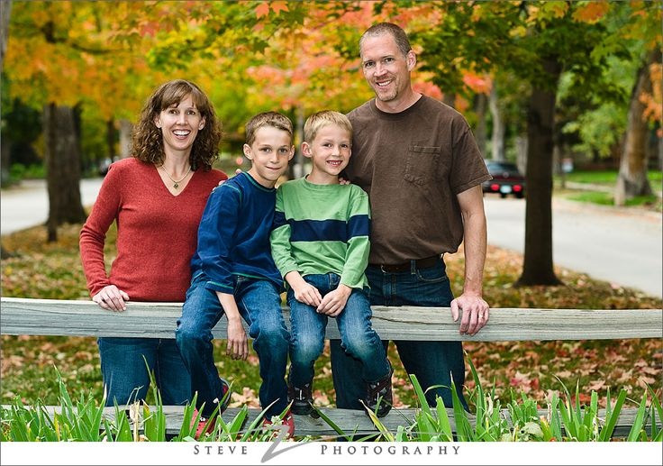 Outdoor family christmas photo ideas for Fall family picture ideas outside