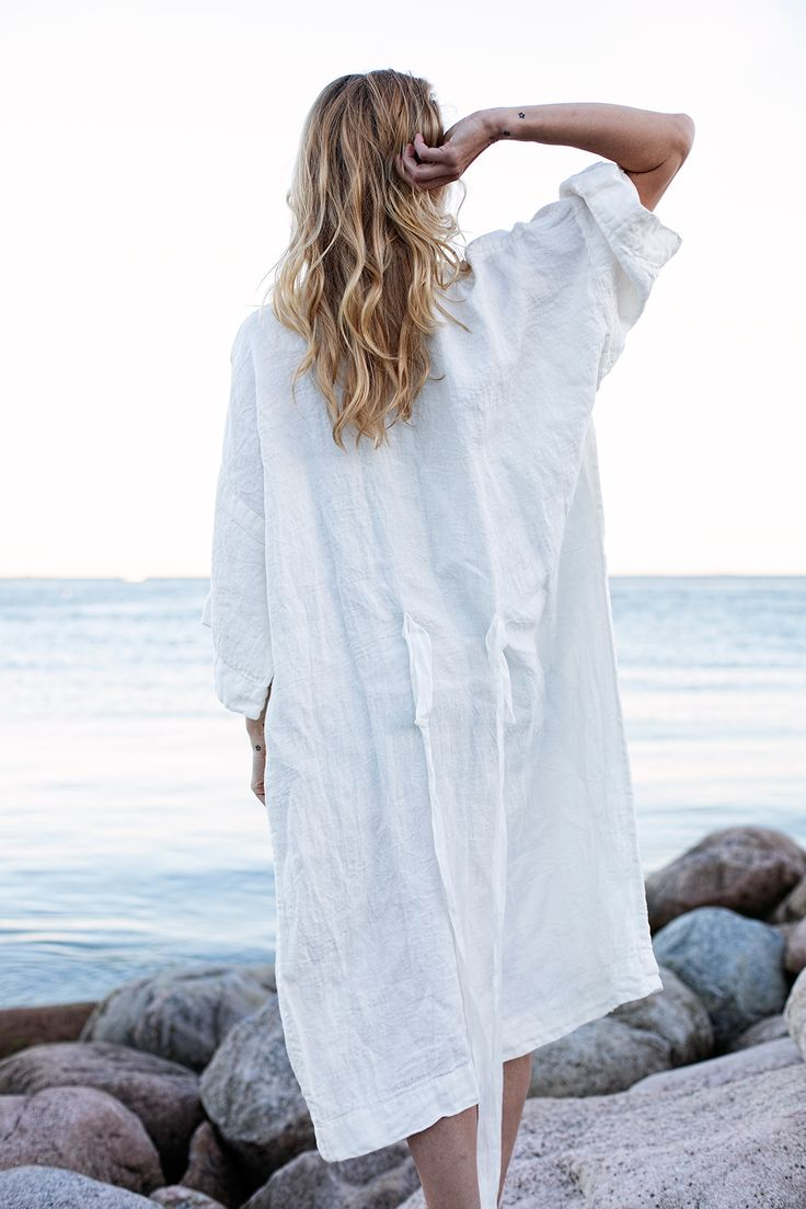 KASTE bath robe, design Anu Leinonen. Woven in Finland by Lapuan Kankurit.