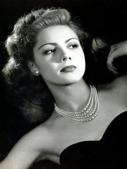 Lilia Prado (1929-2006) Fue una actriz mexicana, considerada una de las grandes actrices de la Época de Oro del Cine Mexicano.Así, su gran momento no tardaría en llegar al ser elegida por el mejor cineasta del cine mexicano, el español naturalizado mexicano Luis Buñuel para protagonizar Subida al cielo.