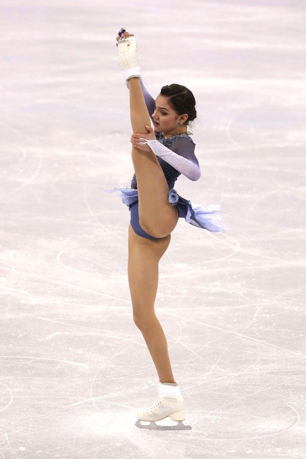 Accidental gymnast pubic hair voyeur