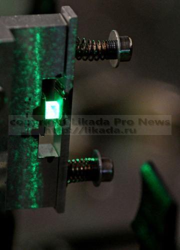 Разработана измерительная система, которая способна точно формировать ультракороткие световые импульсы - длительностью в триллионные доли микросекунд. Такая система может быть использована для получения «стоп-кадров» поведения электронов в кристаллах...  #формировать, #получить, , #кристаллах