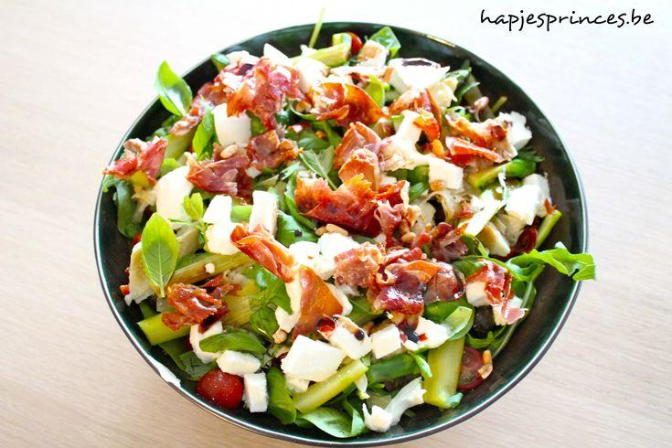 salade met mozzarella, tomaat, asperges en krokante ham