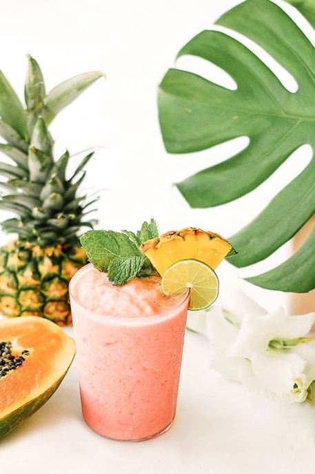 Un smoothie à la papaye, au lait de coco, ananas, jus d'orange et pastèque