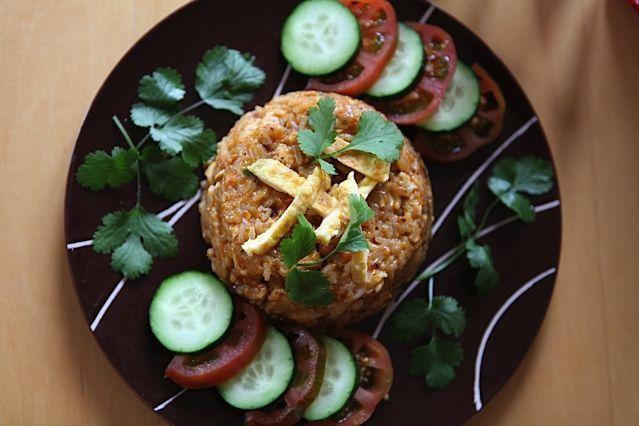 Hoy Rice Worldwide os lleva de viaje a Indonesia con la receta del nasi goreng. Un delicioso arroz frito que se puede comer ¡desde el desayuno hasta la cena!