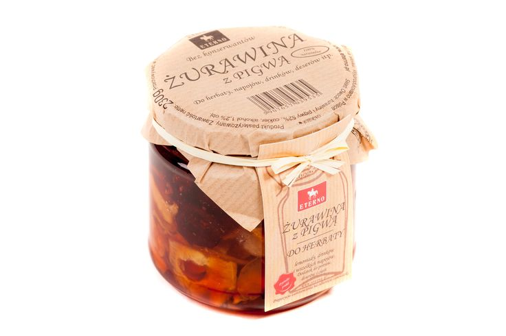 Żurawina z pigwą, do herbaty, napojów i deserów. Wspaniałe połączenie owoców, które mają wszechstronne dobroczynne działanie. Naszym ulubionym przysmakiem są pieczone jabłka z nadzieniem z żurawiny i pigwy, dopełnione syropem ze słoiczka, który podczas pieczenia wspaniale się karmelizuje.