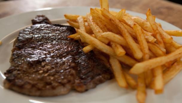 Steak and perfectly cooked chips        Follow Simon Hopkinson's simple steps for the perfect steak and homemade chips recipe.