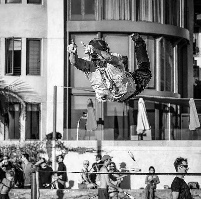 Saw #superman  at #santamonicabeach #slackline #acrobatics while on @photoserge  #photowalk. #photoserge1702 . . . . . . .  #monochrome #bnw_planet_2018 #photooftheday  #nikonpost #nikkor #losangelesgrammers #magnumphotos70  #bnw_city_streetlife  #streetperformer  #nikonnofilter #instagram #instagood #catchclick_bnw #bnw_of_our_world #top_bnw #bnw_europe  #bnw_addiction #masters_in_bnw  #streetportrait #bnw_photografare #bnw_life #bnw_madrid  #bnw_globe #bnw_greatshots