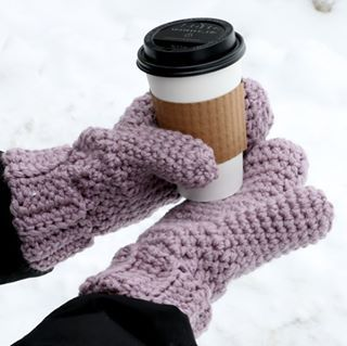 New tutorial! Learn how to make these beginner friendly mittens, they are simple…
